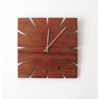 Шаблон Часы цвета вишни с прорезями